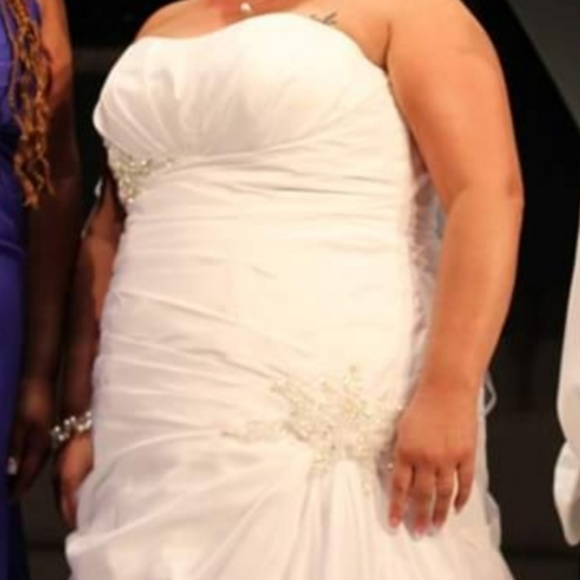 David's Bridal Dresses & Skirts - Plus size David's Bridal Sweatheart Wedding Dress
